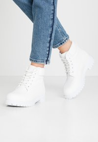 Nly by Nelly - LACE BOOT - Botines con cordones - white - 0
