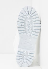 Nly by Nelly - LACE BOOT - Botines con cordones - white - 6