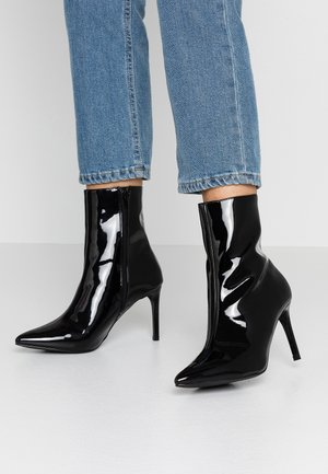STILETTO BOOT - Korte laarzen - black