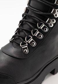 Nly by Nelly - CATCH'UP BOOT - Kotníkové boty na platformě - black - 2