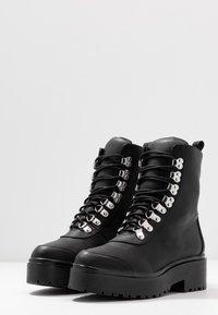 Nly by Nelly - CATCH'UP BOOT - Kotníkové boty na platformě - black - 4