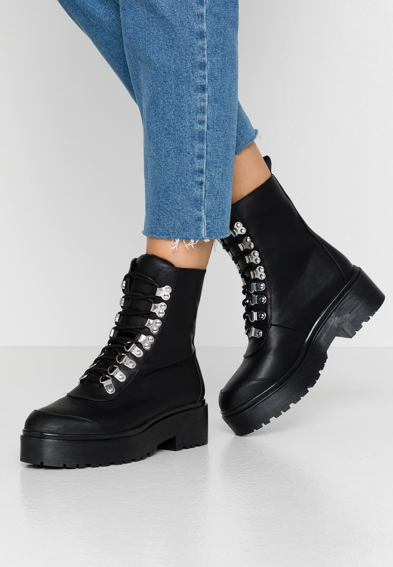 Nly by Nelly - CATCH'UP BOOT - Kotníkové boty na platformě - black