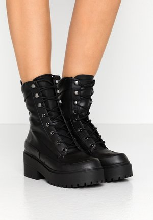 UNITED CHUNKY BOOT - Plateaustiefelette - black