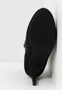 Nly by Nelly - STUDDED PLATFORM BOOT - Kotníková obuv na vysokém podpatku - black - 6
