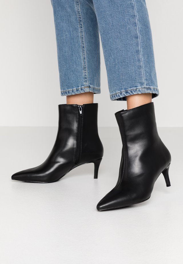 POINTY STILETTO BOOT - Støvletter - black