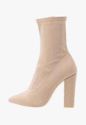 POINTY STRETCHY BOOT - Kotníková obuv na vysokém podpatku - light beige