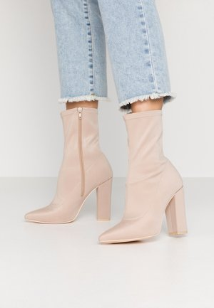 POINTY STRETCHY BOOT - Enkellaarsjes met hoge hak - light beige
