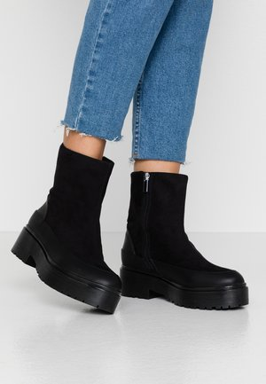KEEP ME WARM BOOT - Enkellaarsjes met plateauzool - black