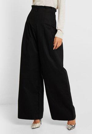 HIGH WAIST WIDE PANTS - Trousers - black