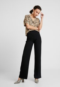 Nly by Nelly - STRAIGHT PANTS - Stoffhose - black - 1