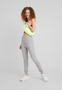 Nly by Nelly - PERFECT - Spodnie treningowe - grey mélange - 1