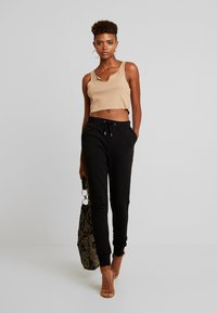 Nly by Nelly - PERFECT - Pantalones deportivos - black - 2
