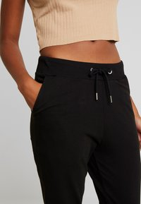 Nly by Nelly - PERFECT - Pantalones deportivos - black - 5