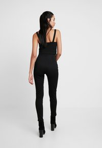 Nly by Nelly - SHAPE HIGH WAIST PANT - Tygbyxor - black - 3