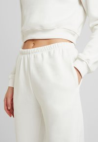 Nly by Nelly - COZY PANTS - Träningsbyxor - white - 4