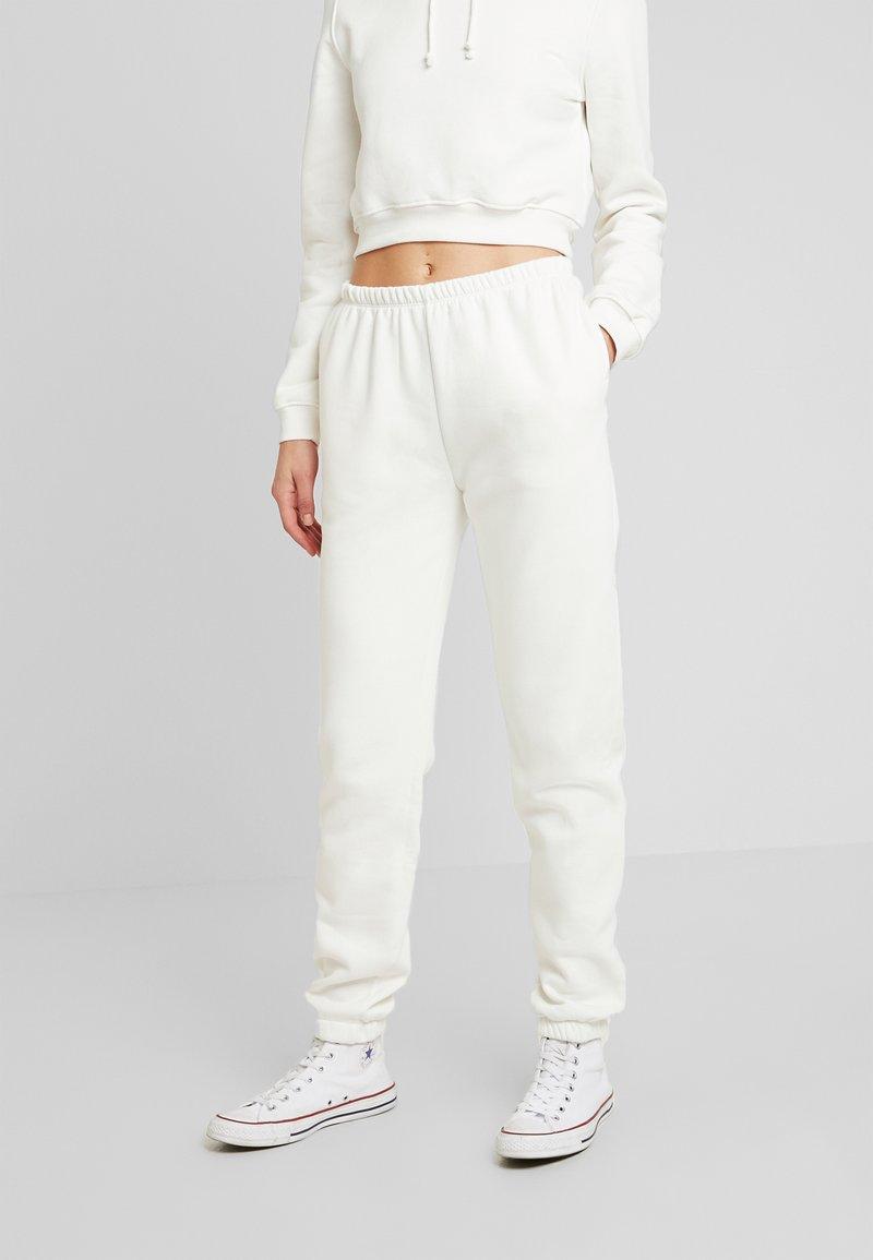 Nly by Nelly - COZY PANTS - Pantalon de survêtement - white