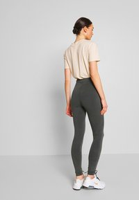 Nly by Nelly - WASHED OUT LEGGINGS - Kalhoty - off black - 2