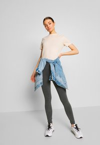 Nly by Nelly - WASHED OUT LEGGINGS - Kalhoty - off black - 1