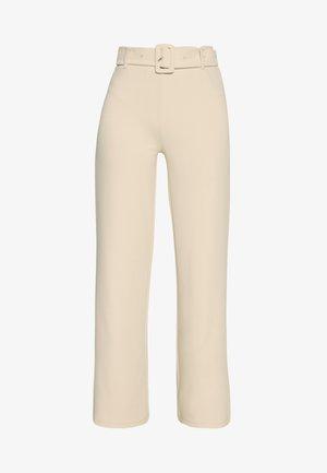 TAILORED BELT PANTS - Pantalones - beige