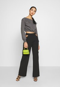 Nly by Nelly - CUT OUT PANTS - Bukse - black - 1