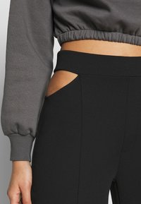 Nly by Nelly - CUT OUT PANTS - Bukse - black - 4