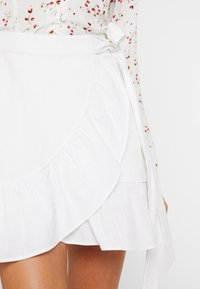 Nly by Nelly - WRAPPED FRILL SKIRT - Jupe portefeuille - white - 4