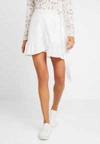 Nly by Nelly - WRAPPED FRILL SKIRT - Jupe portefeuille - white - 0