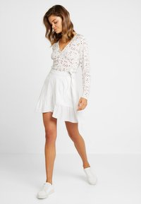Nly by Nelly - WRAPPED FRILL SKIRT - Jupe portefeuille - white - 1