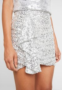 Nly by Nelly - MINI SKEQUIN SKIRT - Minijupe - silver - 4