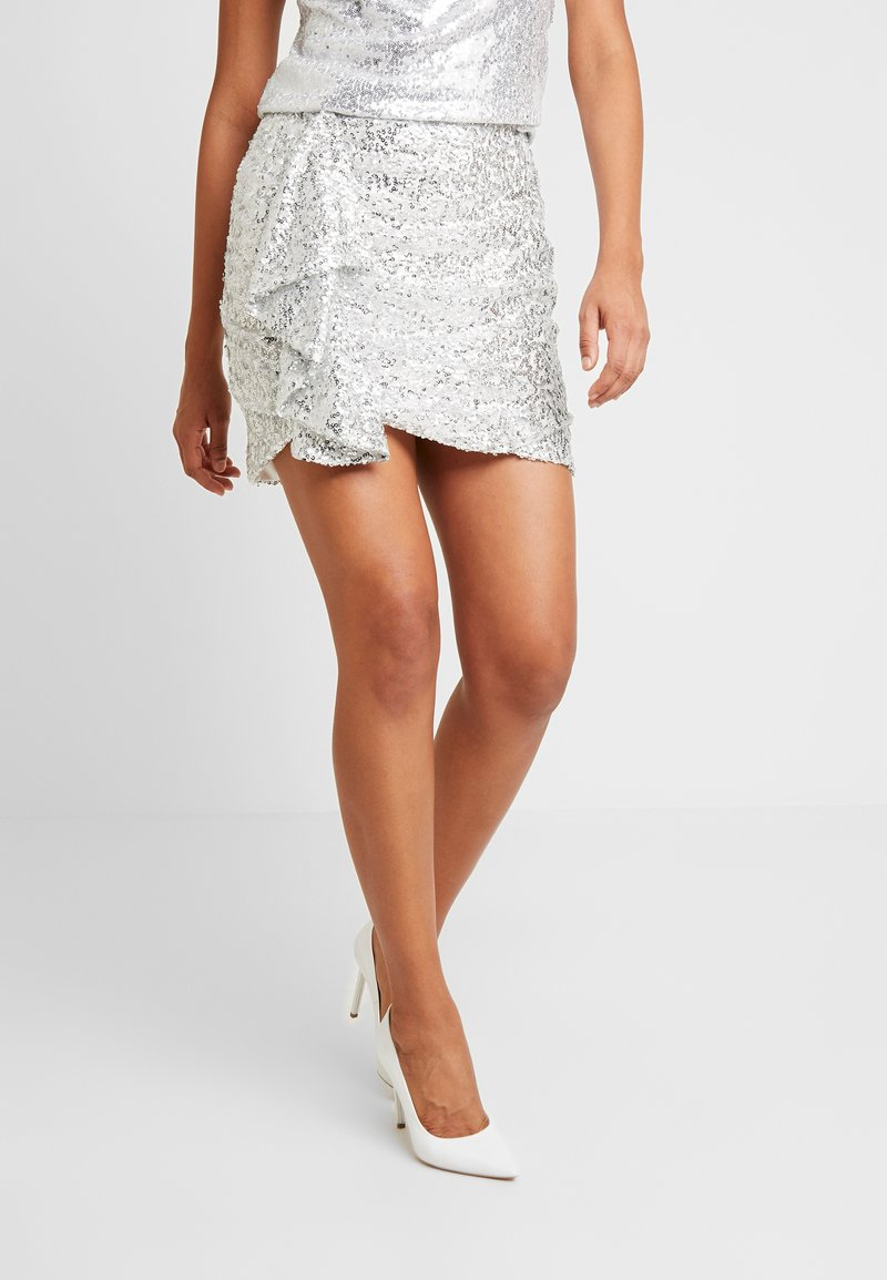 Nly by Nelly - MINI SKEQUIN SKIRT - Minijupe - silver