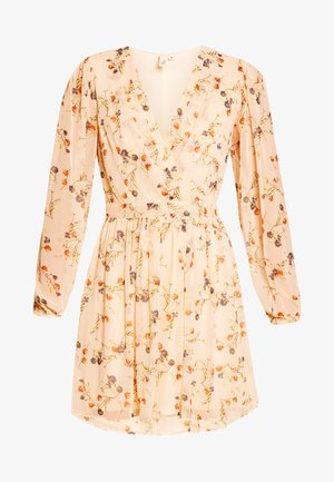 PRETTY WRAPPED DRESS - Day dress - creme