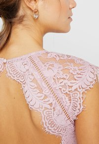 Nly by Nelly - CAP SLEEVE FLOWY GOWN - Suknia balowa - rose - 5