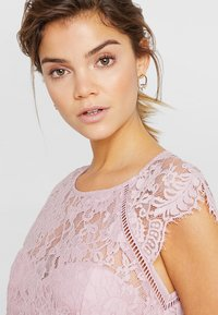 Nly by Nelly - CAP SLEEVE FLOWY GOWN - Suknia balowa - rose - 4