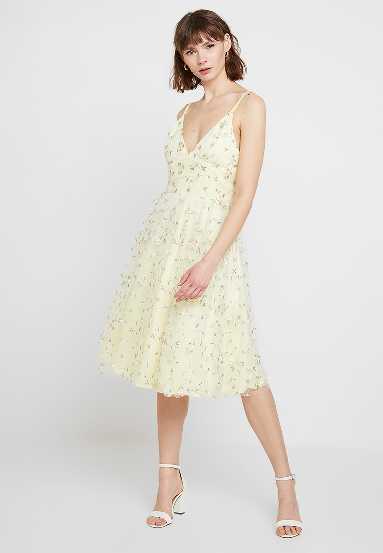 Nly by Nelly - EMBRODERY STRAP DRESS - Cocktailkleid/festliches Kleid - light yellow