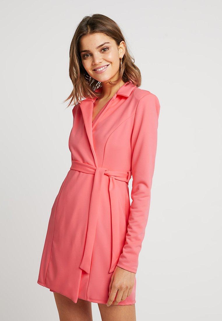 Nly by Nelly - SHARP BLAZER DRESS - Etuikjoler - neon pink