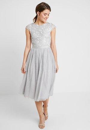 TRIM DRESS - Vestido de fiesta - light grey