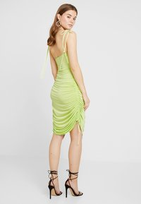 Nly by Nelly - DRAPY TIE DRESS - Robe fourreau - lime - 3