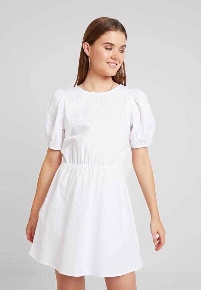 EVERYDAY BACK FOCUS DRESS - Freizeitkleid - white