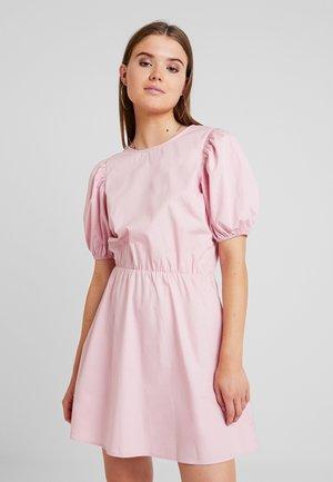 EVERYDAY BACK FOCUS DRESS - Korte jurk - light pink