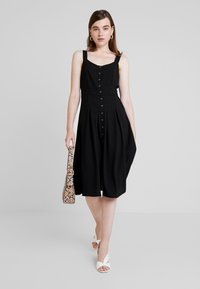 Nly by Nelly - FRONT BUTTON DRESS - Abito a camicia - black - 1