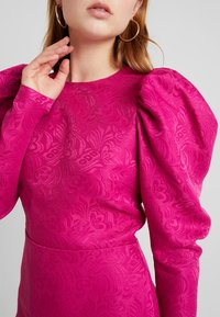 Nly by Nelly - PUFF SLEEVE DRESS - Cocktailjurk - fuchsia - 5