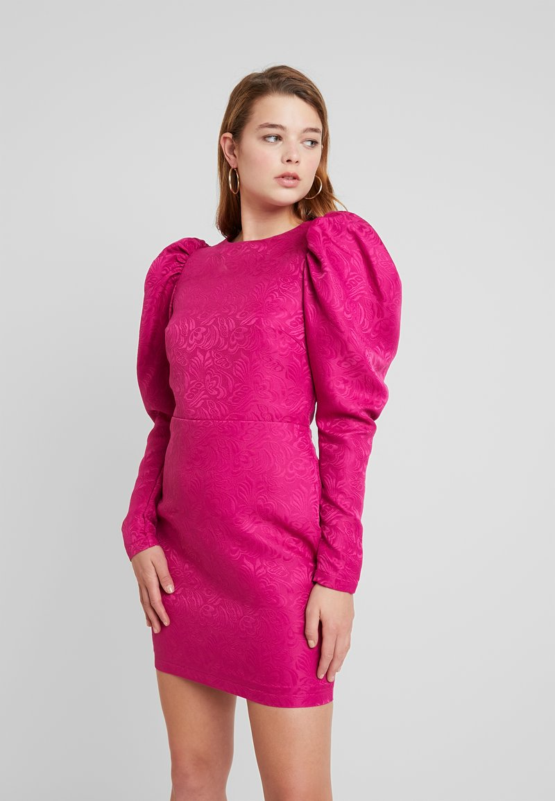 Nly by Nelly - PUFF SLEEVE DRESS - Cocktailjurk - fuchsia