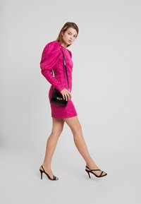Nly by Nelly - PUFF SLEEVE DRESS - Cocktailjurk - fuchsia - 2