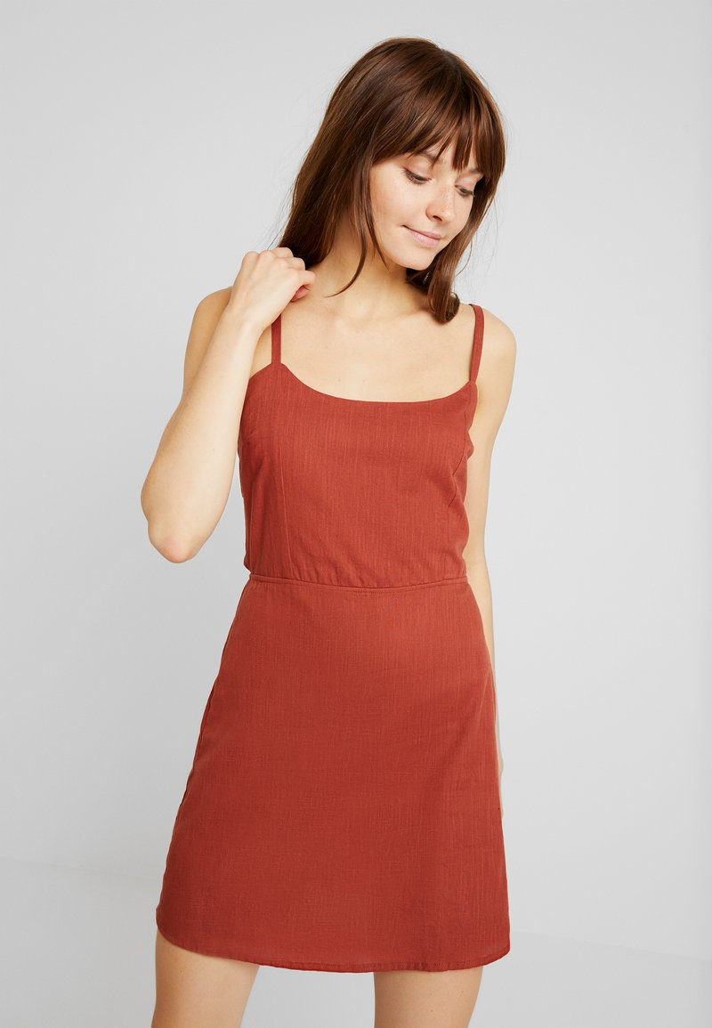 Nly by Nelly - DETAILED BACK DRESS - Freizeitkleid - rust