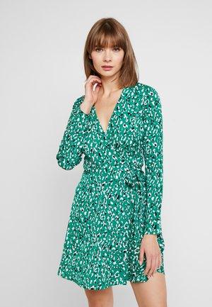 TOXIC WRAP DRESS - Robe d'été - green/black