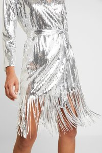 Nly by Nelly - WRAP FRINGE SEQUIN DRESS - Cocktail dress / Party dress - silver - 6