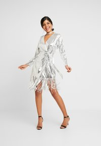 Nly by Nelly - WRAP FRINGE SEQUIN DRESS - Cocktail dress / Party dress - silver - 2