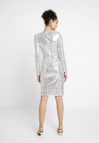 Nly by Nelly - PADDED SEQUIN DRESS - Cocktailkjole - silver - 3
