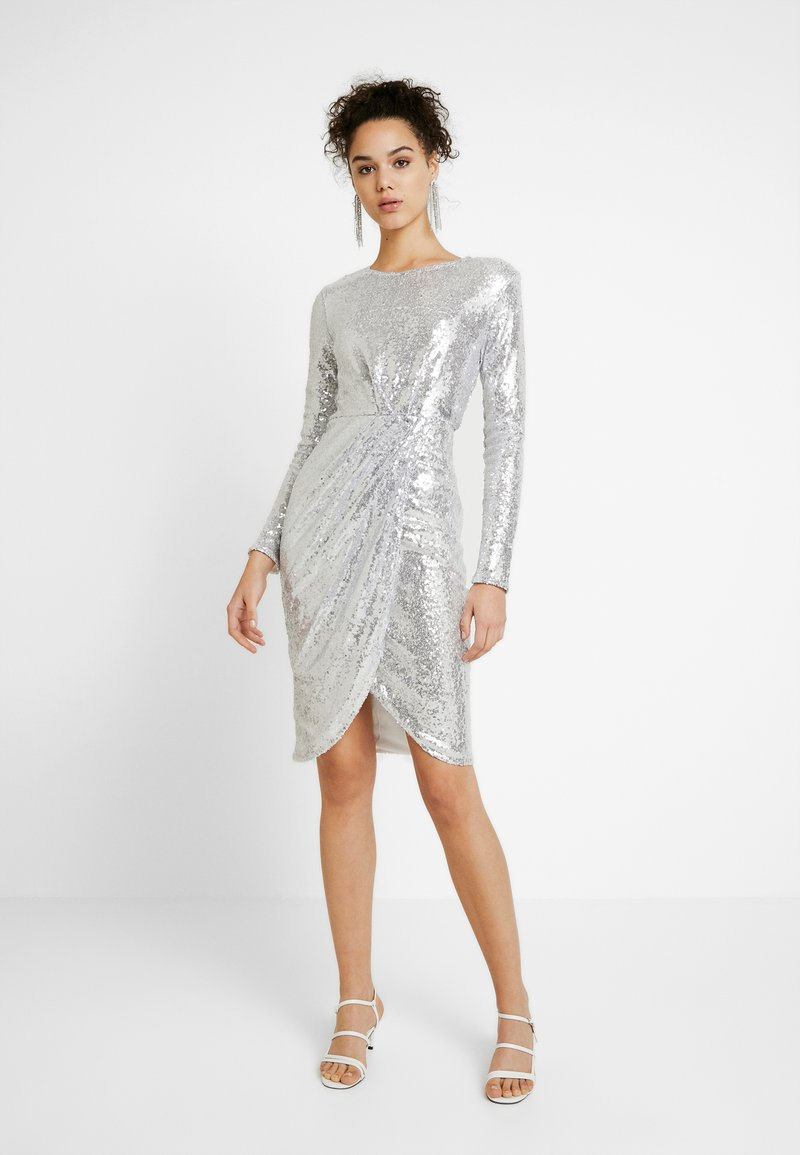 Nly by Nelly - PADDED SEQUIN DRESS - Cocktailkjole - silver