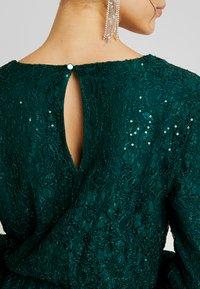 Nly by Nelly - SPARKLY DRESS - Sukienka koktajlowa - green - 6